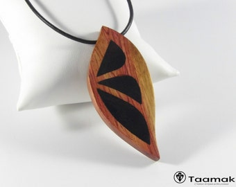 Necklace in Rose of Brazil wood with inlays in ebony from Gabon