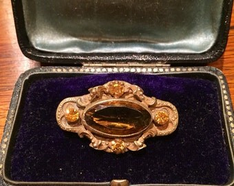 Victorian brooch with yellow Sapphire