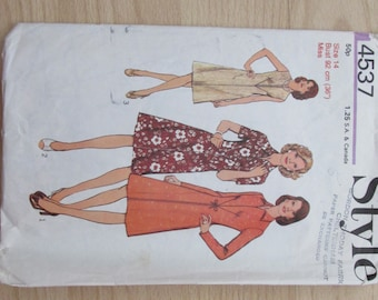 Style 4537 Size 14 dress pattern
