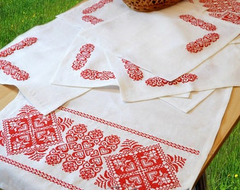 Embroidered table runner and napkins