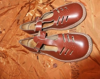 Brown leather mary janes 1950s sz 4