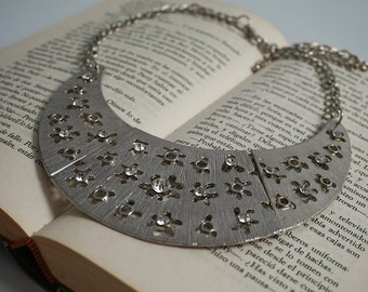 Metal necklace with diamonds