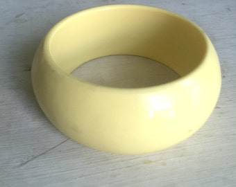 Vintage Bangle - Retro Yellow Bangle Bracelet - 1980s Yellow Plastic Bangle - Chunky Yellow Bangle Bracelet