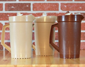 Clearance Tupperware large brown and beige pitcher, juice pitcher, lemonade pitcher, Tupperware jug, 70s decor, vintage pitcher, Christmas