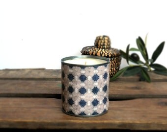 The 100% soy wax candle Lina natural and vegan and recycled metal