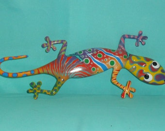 Lovely multicolored gecko in fiber glass. Handmade painted. Every piece is unique.