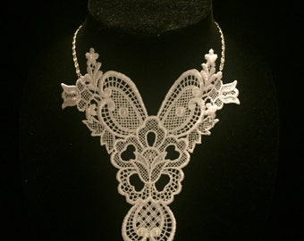 Venise Lace Necklace with Pearls