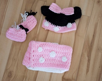 Crocheted 3 pc newborn Mini Mouse costume, Mini Mouse photo prop, hat booties and diaper skirt, pink white black newborn, diaper skirt cover