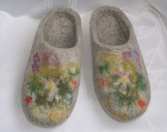 Wool slippers for woman. Felt slippers. Felted wool house shoes. Grey with flowers.