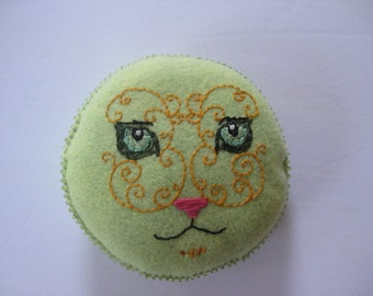 Green Wool Felt Hand Embroidered Cat Face Pin Cusion