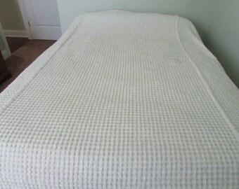 Vintage White Chenille Bedspread - Queen White Bedspread - Vintage FULL Bedspread - Fitted FULL Chenille Bedspread - Chenille Bedspread