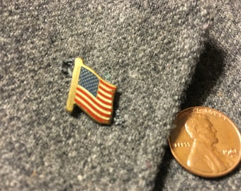Vintage American flag pin - tiny