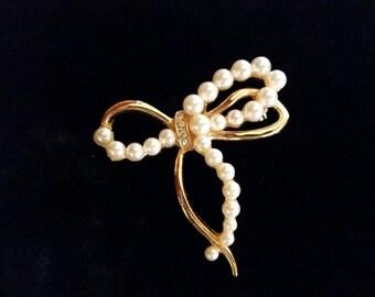 Ribbon Pearl Brooch