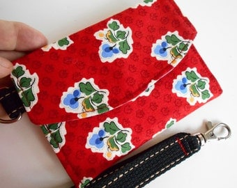 Flying Wallet in Red Floral. Two pockets inside for cards and cash. One outside for Coins. Wristlet/purse/clutch