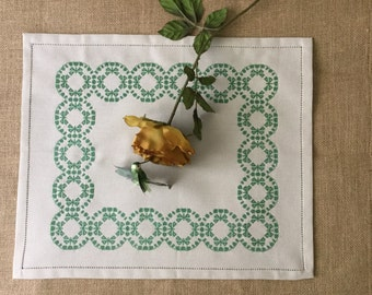 Placemat at embroidered cross stitch