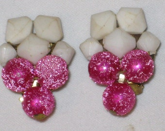 Beaded Clip Earrings With Hot Pink & White Bead Clusters Vintage 1960s