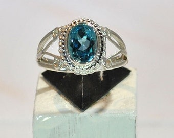 Ring in sterling silver with blue topaz setting