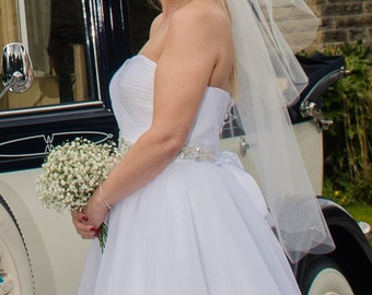 Veil with scalloped edges and diamante detail