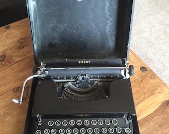 LC Smith & Corona Typewriter in case 1935 with oil and brush