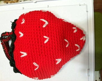 Knitted Strawberry Purse