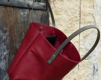 Form leather tote handbag