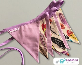 Bunting flags – lilac and feathers