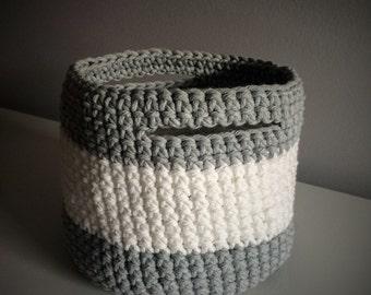 Crochet basket large format (white & light grey)