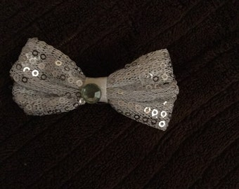 Silver infant bow hair clip