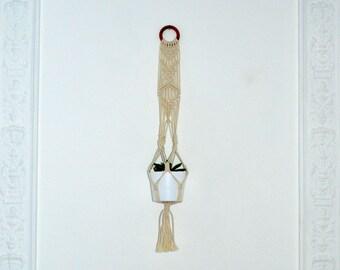 Suspension macrame Bohemian ring on wood