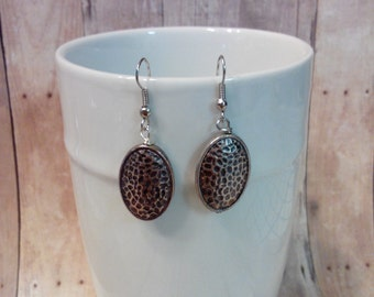 Oval hammered dangle earrings