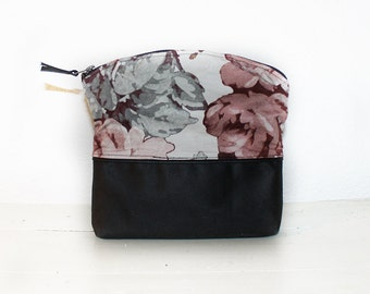 Pouch Black Flowers
