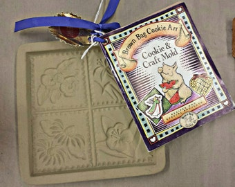 Vintage Brown Bag Cookie Art. Cookie & Craft Mold  with Cook Book