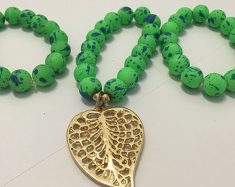 Stretchy trio, green color with golden leaf-shaped pendant.