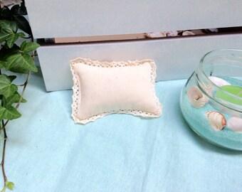 Cat nip toy lace pillow