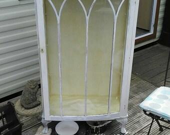 Shabby chic glass unit