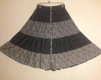 women black and white long skirt