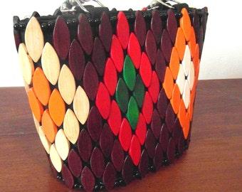 Handtasche mit Holzarbeiten