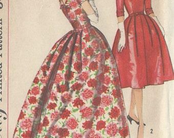 "1958 Vintage Sewing Pattern DRESS B38"" (R559) Simplicity 2757"
