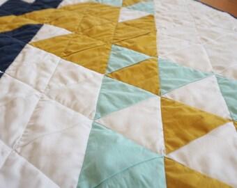 modern baby quilt -- 001   interlocking triangles design