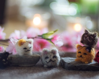 Japanese lucky kittens from organic sheep's wool