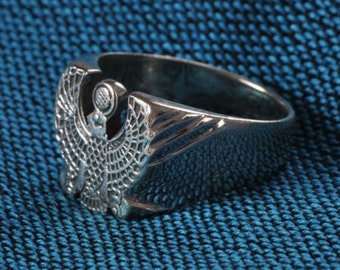 Isis thick silver ring