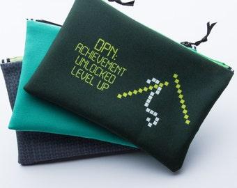 Zipper Bag, Knit Geek, Knitting Pun, DPN, Video Gamer