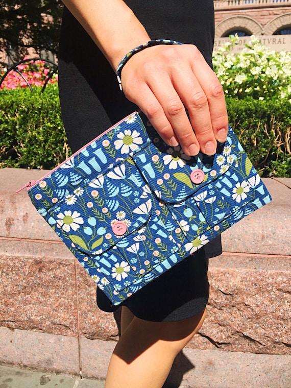 Wristlet Purse, Wristlet, Blue Wristlet, Smartphone Wristlet, Wristlet Clutch, Zipper Wristlet, Large Wristlet, Small Purse, Fabric Wallet
