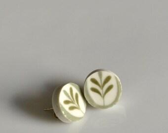 ETSYVERSARY SALE Simple Circle Broken China Stud Earrings - Green Leaf