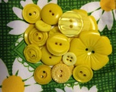Set of 19 Vintage Yellow Assorted Color Style Buttons, Plastic Buttons, Sewing Buttons, Craft Supply, flower buttons