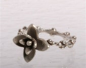 Delicate Sterling silver Flower ring size 7 by  zulasurfing