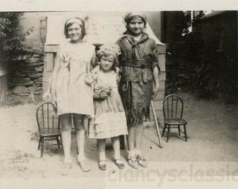 vintage photo 1917 Young Children Costume Peter Pan Flower Bouquet