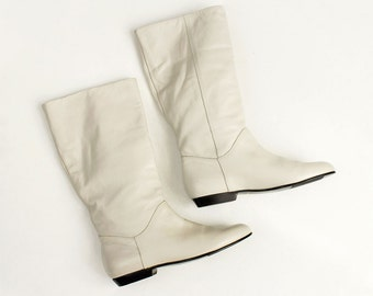 90s Vintage New Cobbie Neutral Off White Leather or Vegan Flat Riding Boots / Bone / Size US 5