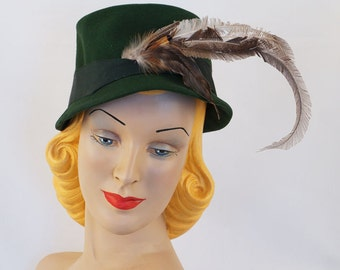 Vintage 1940s Dark Green Feathered Bucket Style Hat by Betmar Sz 21