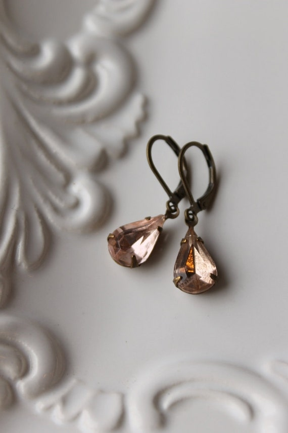 Vintage Glass Rhinestone Earrings / Pale Peach Pink Earrings / Rosaline Pink / Vintage Jewelry / Wedding Earrings / Romantic Dangle Earrings